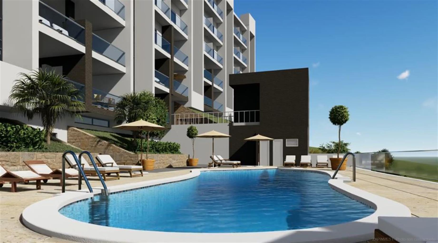 Aanbieding van 48 appartementen van twee en drie slaapkamers, een paar meter van een golfbaan, strand en de haven van La Duquesa. Residentie met gemeenschappelijk zwembad, tuinen en fitnessruimte.