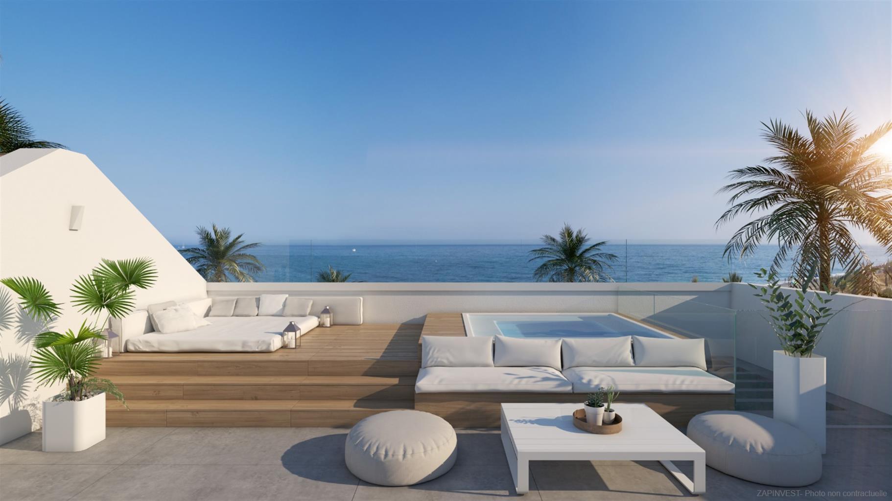 Luxe, innovatieve en spectaculaire villa met vijf slaapkamers met buiten-, binnen- en jacuzzi zwembad, lift, barbecue en aan zee.